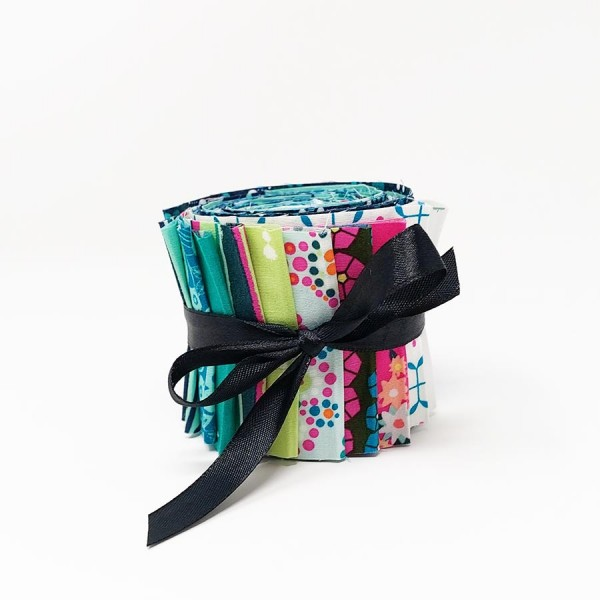 Loved to Pieces Jelly Roll von Art Gallery Fabrics