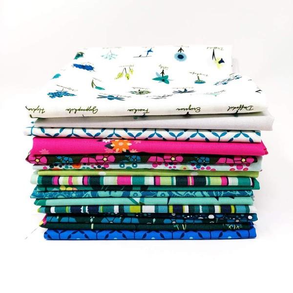 Loved to Pieces Fat Quarter Bundle von Art Gallery Fabrics